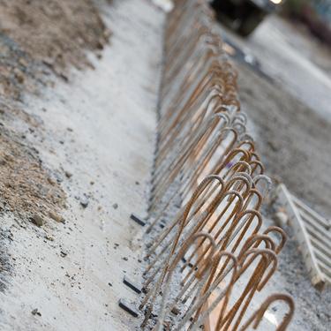 Construction d''un bâtiment et d''une centrale béton pour Lafarge à Yffiniac