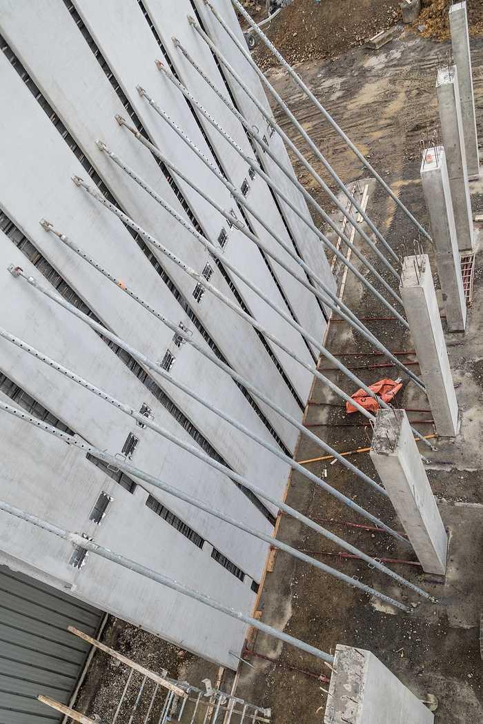 Construction d''un bâtiment et d''une centrale béton pour Lafarge à Yffiniac 07