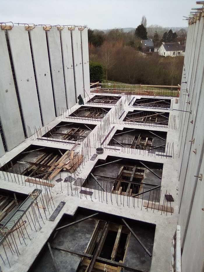 Construction d''un bâtiment et d''une centrale béton pour Lafarge à Yffiniac 13